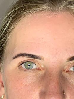 Augenbrauen mit Brow Henna