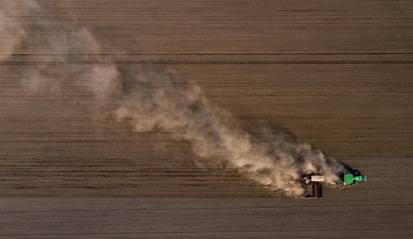 Drohnenbild Traktor _ Landwirtschaft _ T