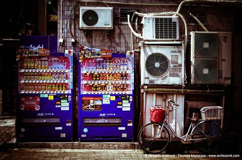 Tokyo concrete exposition photo japan japon drink dispenser distributeur boisson bike vélo climatiseur air-conditioner
