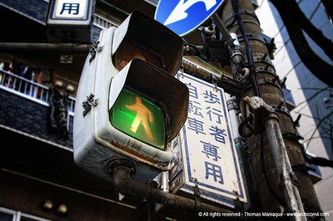 Tokyo concrete exposition photo japan japon traffic light feu street rue crossing crosswalk passage piéton