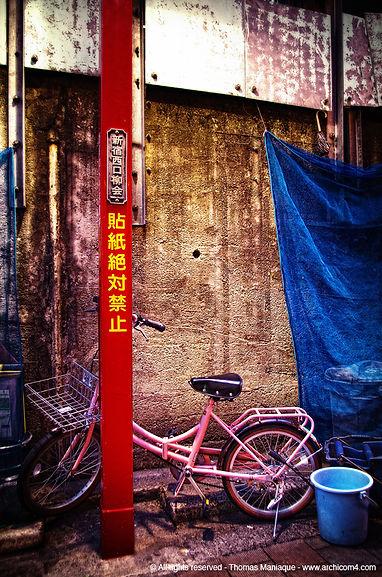 Tokyo concrete exposition photo japan japon pink bike vélo rose