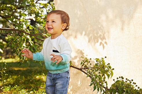 Yours Abbigliamento - Bambino con maglia bianca e celeste - Coll. Estate 2021 - Newborn 0 - 30 mesi - Yours by 02Tandem