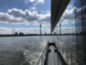 Hausboot auf dem Rhein.jpg