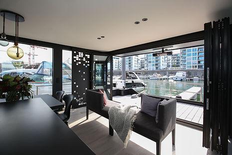 Wohnzimmer im Hausboot Traveller XL.jpg