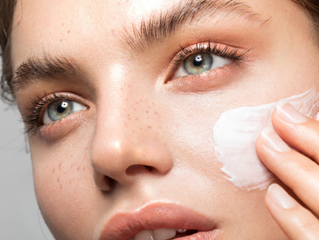 How to Moisturize Your Face: Expert Tips, When to Do It, and Ingredients to Look For