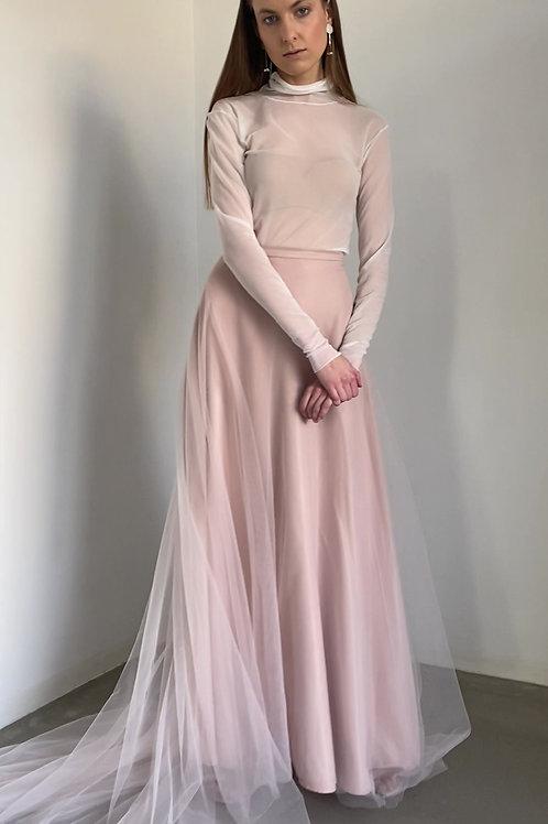 Pudrové svatební šaty s rolákem