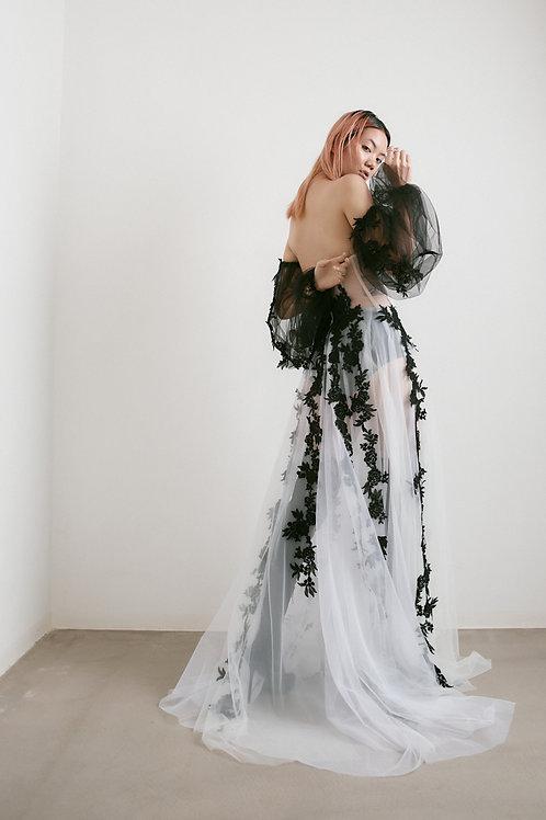 Moderní černo-bílé svatební šaty (kolekce 2021)