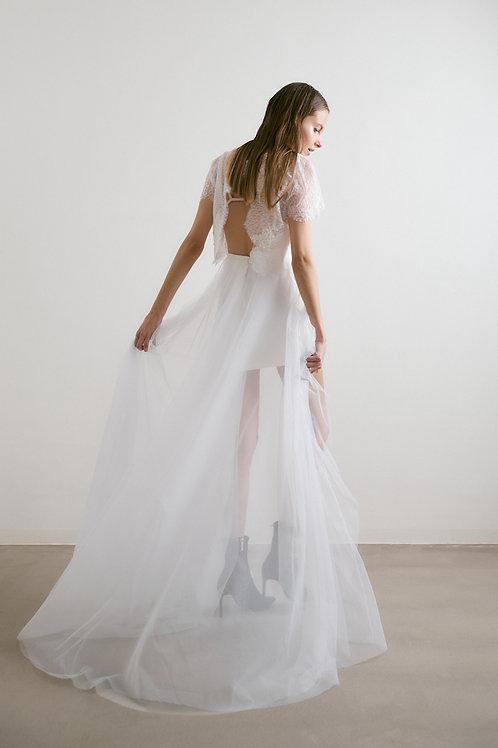 Asymetrická svatební tylová sukně
