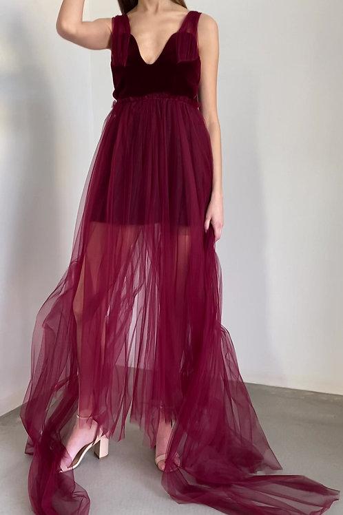 Extravagantní společenské šaty