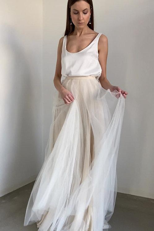 Tylová svatební sukně s krémovým nádechem a hladké tílko