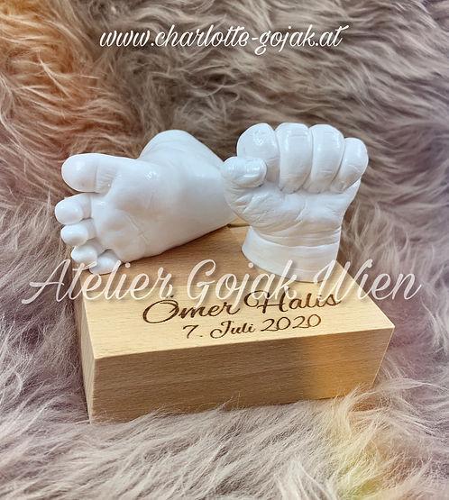 Babyabdruck Hand und Fuss auf Sockel