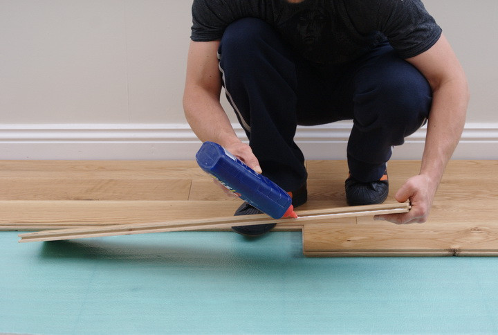 Application-of-PVA-Glue wood flooring.jpg