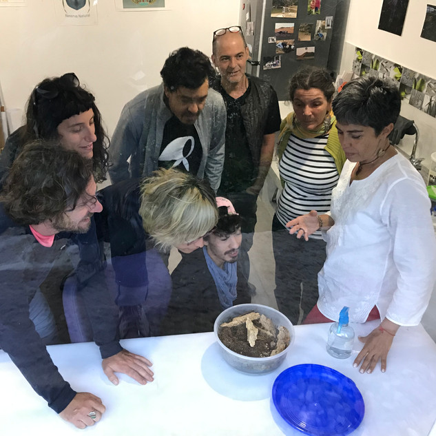 Visita laboratorio de la Biologa Claudia Medina