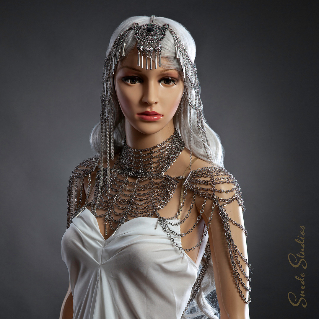 Suede_Studios_Silver_Chainmail_Headdress