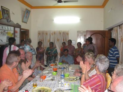 Gutes Essen bei Father Allams Familie