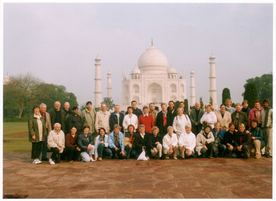 Unsere Reisegruppe vor dem Taj Mahal