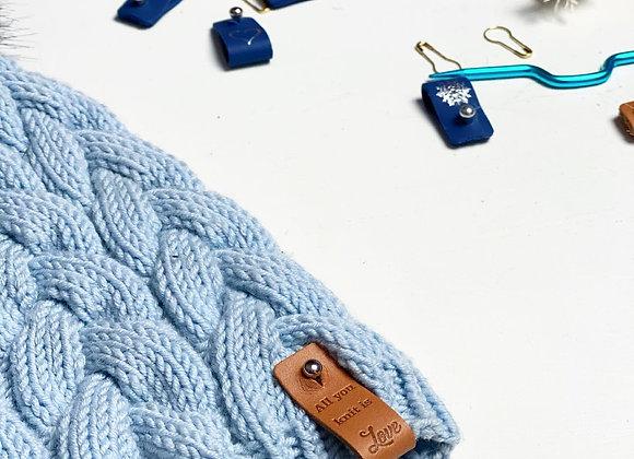 Skinnlapp med teksten: All you knit is love