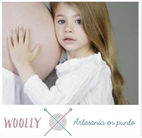Woollyhandmade, artesanía en punto para bebés; canastilla