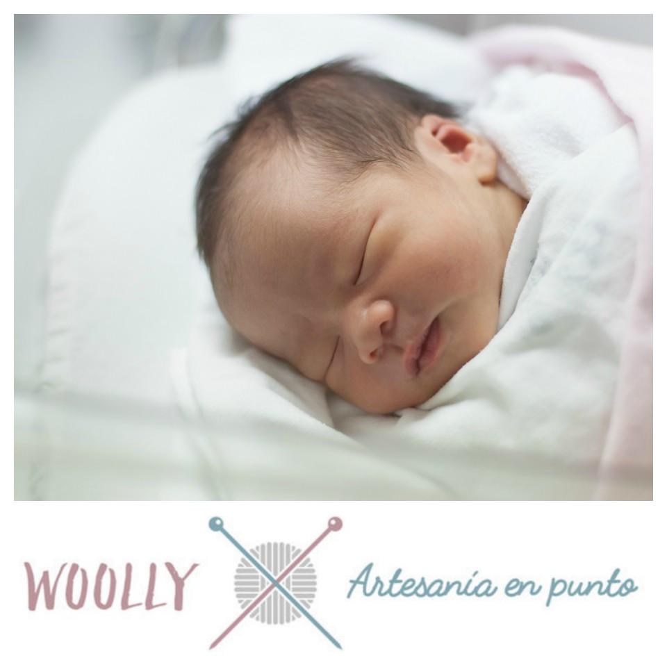 Woollyhanmade, artesanía en punto para tu bebé; canastilla; hecho a mano
