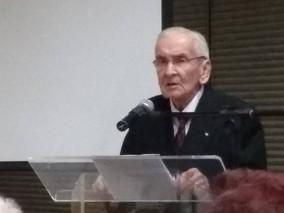 DR LUÍS RENATO PEDROSO recebe diploma da Academia Paranaense de Letras