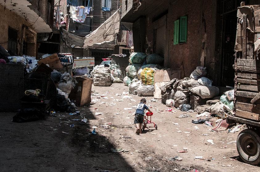egypt-garbage-city_t20_ne46eK.jpg