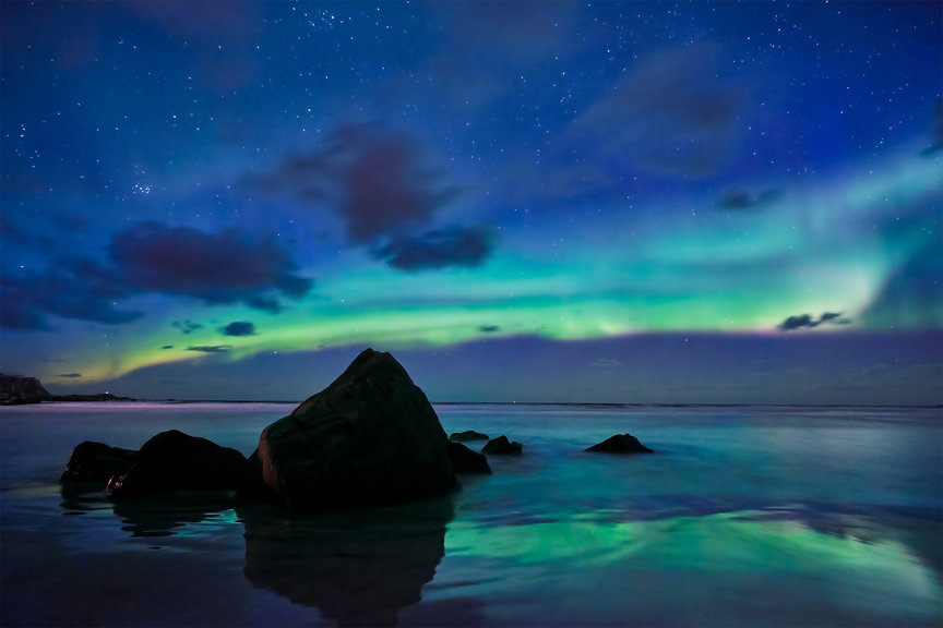 aurora-borealis-northern-lights-lofoten-
