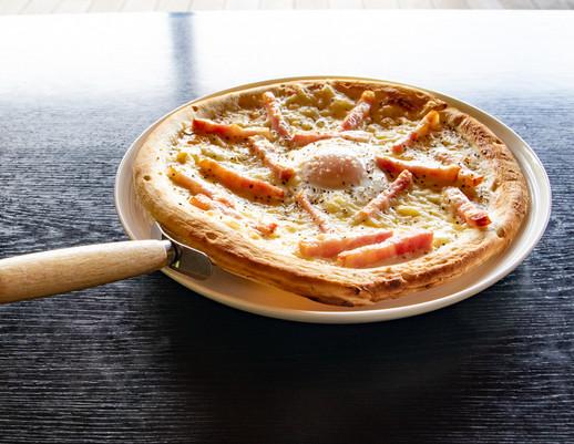 佐布里っこたまごのカルボナーラ風ピザ