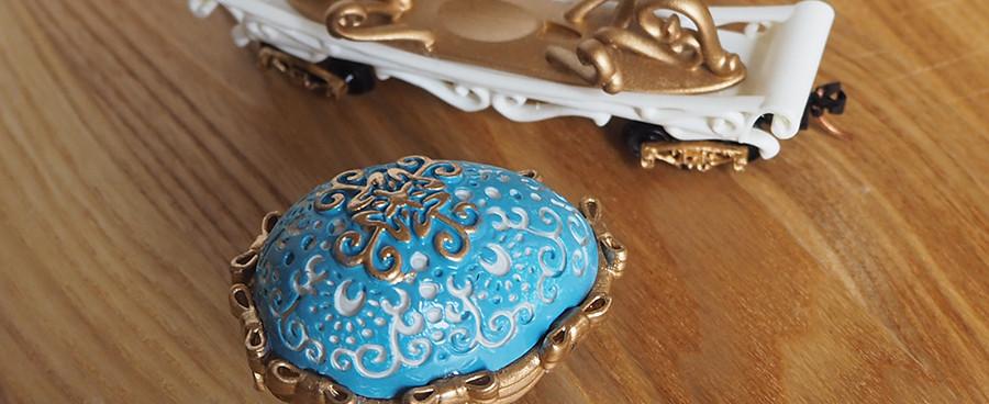 Easter Egg Mover, Light Blue - egg on the side