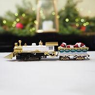 Locomotive-cover2-Christmas Centerpiece-
