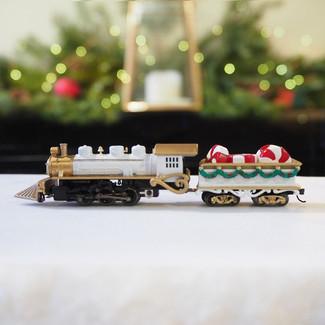Locomotive Christmas Centerpiece, White