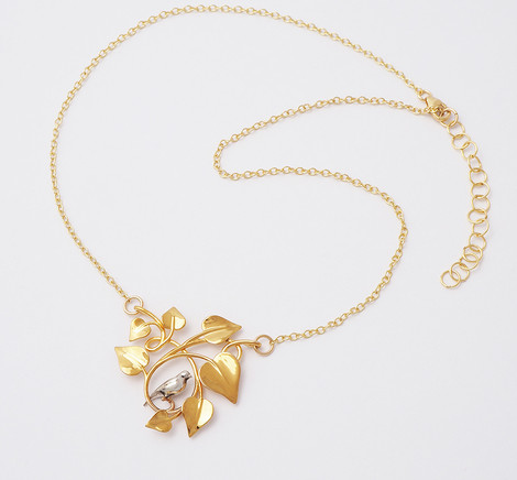 Dove Embraced, Gold-chain