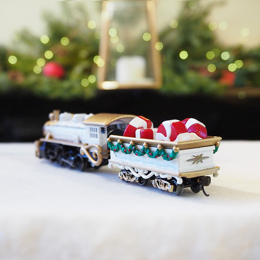 Locomotive Christmas Centerpiece, White - back
