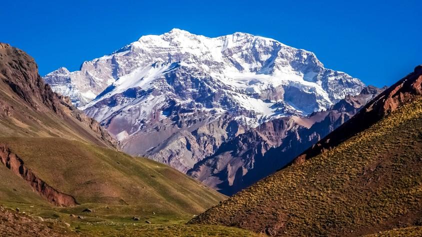 南米最高峰の山頂で祈る聴覚障害者。その姿は大切なことに気づかせてくれた