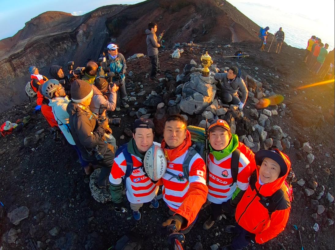 """富士山頂に「トライ」する""""ラグビー登山家""""とはどんな人? 静岡県"""