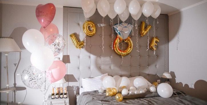 marriage proposal flying balloon