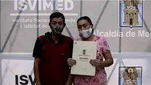 199 Familias de nueve comunas de Medellín recibieron  títulos de propiedad  de  sus viviendas