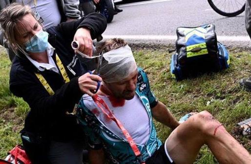 El Tour de Francia quiere denunciar a la espectadora que provocó una grave caída.