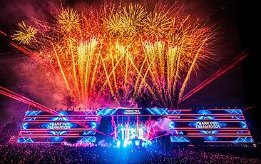 CFUK_Sunday_Horizon Fireworks1_warren si