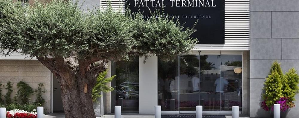 In einer komplizierten Operation und unter besonderen Bedingungen fand am vergangenen Sonntag im Fattal-Terminal des Flughafens Ben Gurion ein Hochzeitsdate zwischen einer Braut aus Jerusalem und einem Bräutigam aus England statt.