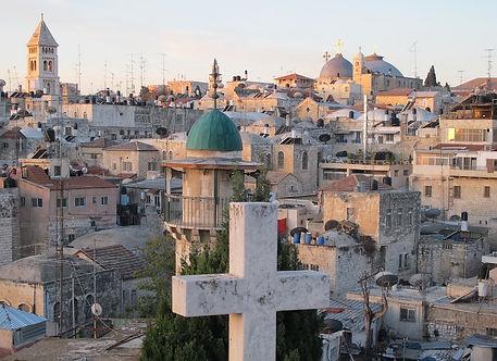 Jerusalem, die Hauptstadt Israels zieht Menschen seit Alters her in seinen Bann. Die Geschichte Jerusalems, ist die Geschichte der Menscheit mit den mononteistischen Weltreleigionen Judentum,Christentum und für Muslime. Nächstes Jahr in Jerusalem, eine Hoffnung und ein Versprechen dien Zionsberg zu besuchen.