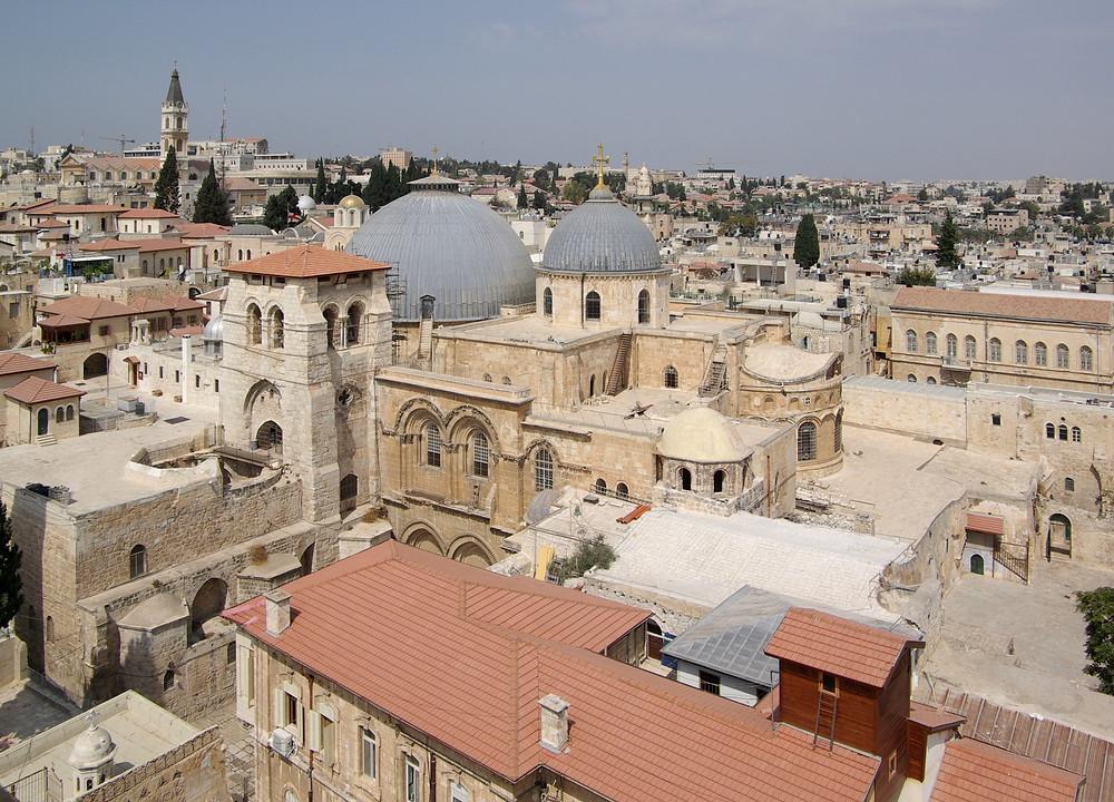 Jerusalem Altstadt* und Bethlehem* (ca. 30 km) Reisen Sie zu den berühmten Schauplätzen der biblischen Geschichte. Tauchen Sie ein in den arabischen Bazar mit seinen bunten Geschäften, den exotischen Düften von Gewürzen und Weihrauch. Die Altstadt betreten Sie durch das berühmte Jaffa-Tor in der historischen Stadtmauer. Jerusalem ist die heilige Stadt der Juden, Christen und Muslime.