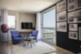 Jedes Zimmer im Tal Hotel - ein Atlas Hotel ist in einem modernen Stil mit Holzböden, Klimaanlage und einem eigenen Bad eingerichtet. Die Zimmer verfügen über einen LCD-TV mit internationalen Kanälen sowie Tee- und Kaffeezubehör.  Ein mehrsprachiger Concierge-Service steht zur Verfügung und bietet Ihnen Besichtigungstipps und Informationen zur Tour. Entspannen Sie bei einem Drink in der gemütlichen Bar des Tal Hotel.