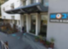 Das HI - Bnei Dan Hostel liegt am Rande des Yarkon Parks in Tel Aviv, 1 km vom Hafen und den Stränden entfernt. Es verfügt über kostenfreies WLAN, einen Internetpoint, eine Snackbar und ein koscheres Restaurant.    Die Zimmer im Bnei Dan verfügen über einen TV, einen Kühlschrank sowie Kaffee- und Teezubehör. Jedes verfügt über ein eigenes Bad mit Dusche.    Lunchpakete sind erhältlich. Im Speisesaal finden 220 Personen Platz. Für besondere Anlässe kann gesorgt werden. Studientage und Konferenzen können ebenfalls organisiert werden.    Diese Pension befindet sich in einer angesehenen Wohngegend von Tel Aviv. Es liegt in der Nähe des Zoos in Ramat Gan und des Helena-Rubinstein-Hauses der Künste.    Alleinreisende schätzen die Lage besonders - sie bewerteten sie mit 8,0 für einen Ein-Personen-Aufenthalt