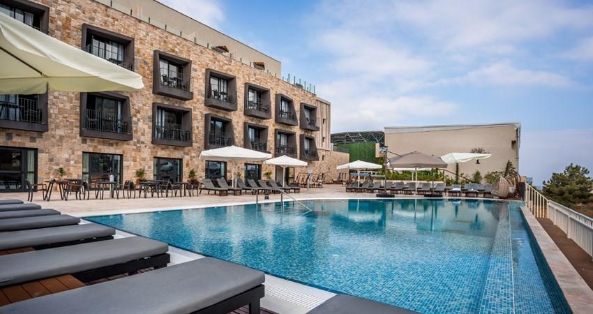 """Kedem Hotel bietet seinen Gästen jetzt einen """"maßgeschneiderten Urlaub"""" an, bei dem der Gast sein Menü zusammenstellt und ein Privatkoch für ihn kocht und entscheidet, wo er es essen möchte - ob im Freien, am Pool oder im Zimmer."""