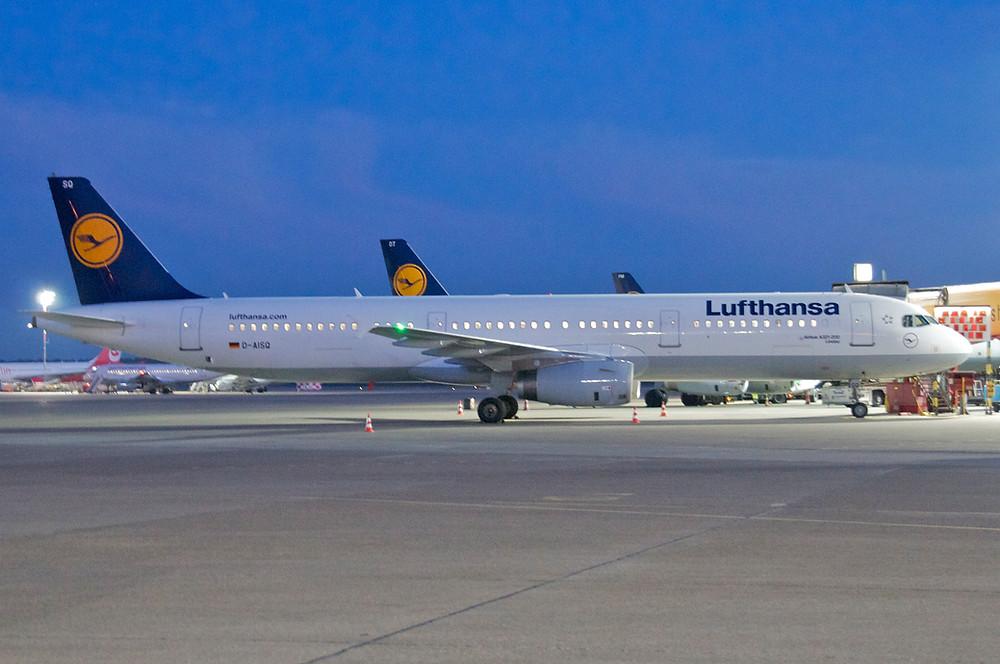 Lufthansa  LH 686 Frankfurt - Tel Aviv  Abflug 10:20 Uhr Lufthansa  LH 694 Frankfurt - Tel Aviv  Abflug 14:00 Uhr Lufthansa  LH 690 Frankfurt - Tel Aviv  Abflug 18:00 Uhr