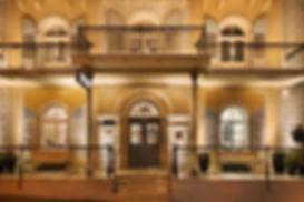 The Dave South: Brown Hotels eröffnet dieses Hotel im September 2018 im Bereich Nahalat Binyamin im Herzen von Tel Aviv. Das Anwesen schließt sich dem The Dave West an, dem Eröffnungsobjekt, das Anfang des Jahres in der neuen, preiswerten, jungen Boutique-Hotelkette von Brown Hotels in Tel Aviv eröffnet wurde und für lebenslustige Großstadtbewohner entworfen wurde.