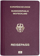 Einen gültigen Reisepass der 3 Monate gültig sein musst,brauchst du für die Einreise nach Israel.