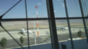 Am Ramon Airport in Eilat (ETM)  kannst du von Budget und Europcar Mietwagen buchen. EIlat erreichst du in 20 Minuten, zum Toten Meer rechne mit drei Stunden Fahrzeit durch den Negev.
