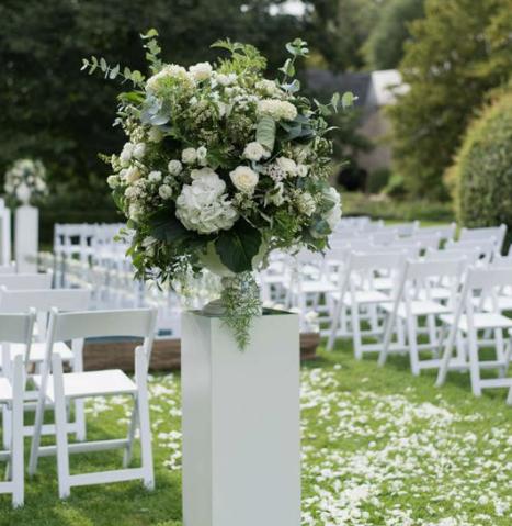 rose petal decor, decor, decor ideas, white roses, white rose petals,  wedding decor ideas, ideas for wedding decor, aisle decor, aisle decoration, aisle decoration