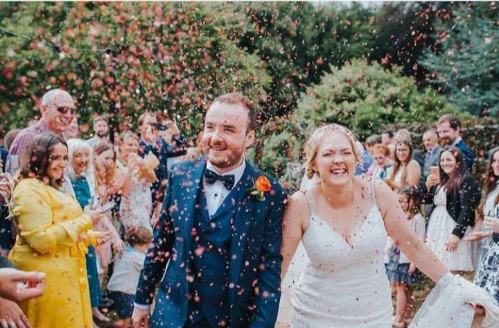 wedding confetti, wedding confetti petals, biodegradable wedding confetti, biodegradable confetti, biodegradable petals, confetti petals, wedding confetti, biodegradable wedding confetti, confetti petals, wedding confetti petals, biodegradable wedding confetti petals, eco freidnyl confetti , eco friendly confetti, eco friendly wedding confetti, confetti moment, wedding confetti moment, wedding confetti